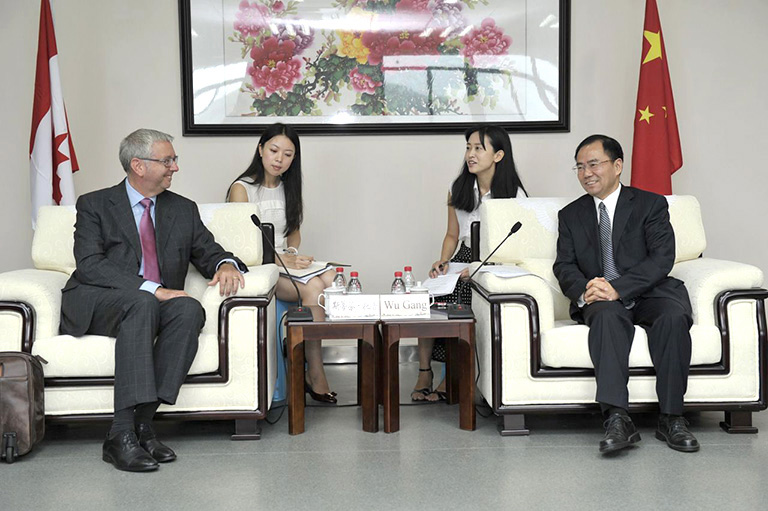 UBC President Stephen Toope meets with Chongqing Vice Mayor Gang Wu. Photo credit: Chongqing Education Commission